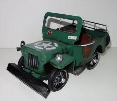 Plechové historické auto v béžové patině (099067)