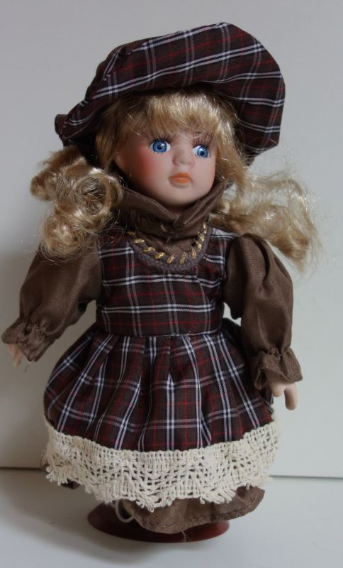 Porcelánová panenka Nelička - 22 cm (025196)