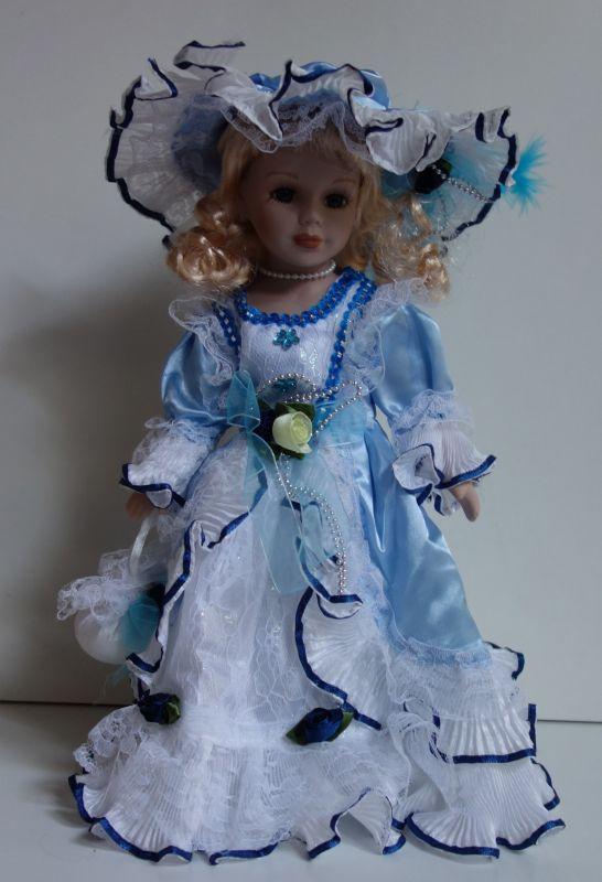Porcelánová panenka Sněženka - 32 cm (032235)