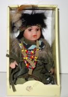 Porcelánová panenka Indián -  19 cm