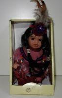 Porcelánová panenka Indián -19 cm (0420243)