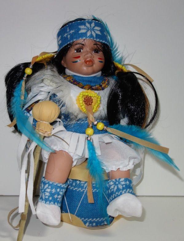 Porcelánový Indián sedicí na bubnu (0420239)