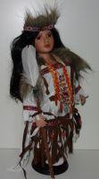 Porcelánový Indián ve stylových šatech (0420232)