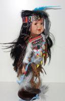 Porcelánový Indián ve stylových šatech (0420234)