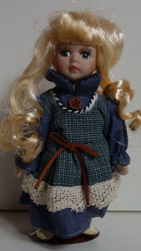 Porcelánová panenka - 22 cm (025199)