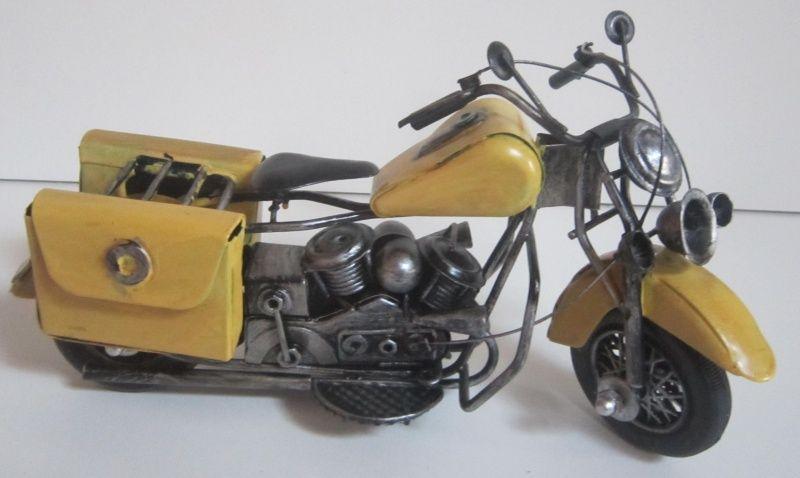 Plechová historická motorka ve žluté barvě - velikost 23 cm (099041)