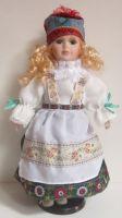 Porcelánová panenka v kroji - 42 cm