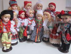 Porcelánová panenka v kroji - 42 cm (420010)
