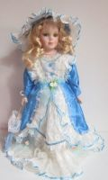 Porcelánová panenka - 42 cm