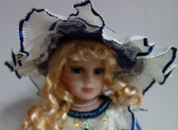 Porcelánová panenka Miluška - 42 cm (043144)
