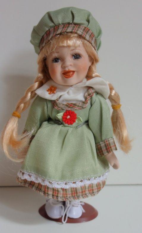 Porcelánová panenka - 22 cm (025180)
