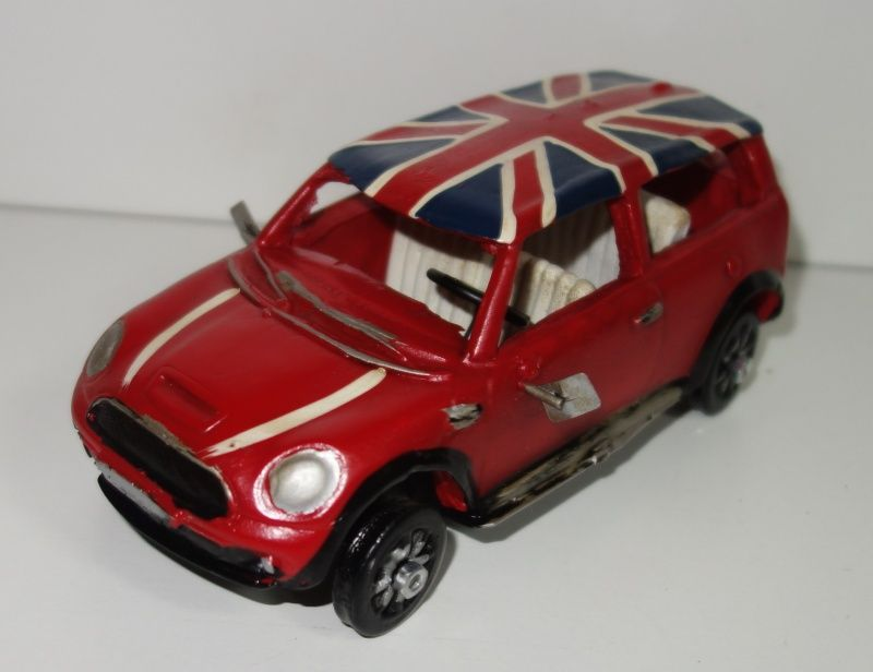Kovové, historické auto v červené barvě (0990080)