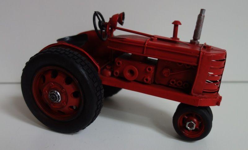 Plechový historický traktor (0990082)