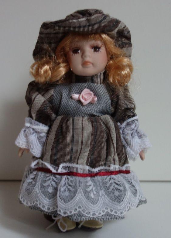 Porcelánová panenka - 22 cm (025182)